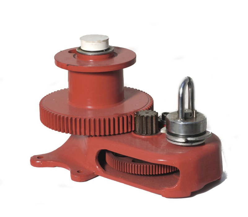 Manual central winch